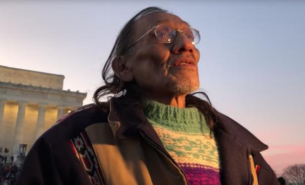 États-Unis. Des jeunes trumpistes se moquent d'un vétéran amérindien et indignent l'Amérique