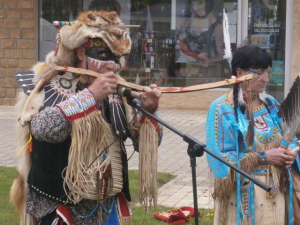 FÊTE DE ST GEORGES DES GROSEILLERS 2019 Les indiens dans la ville (groupe MAKAH WACIPI)