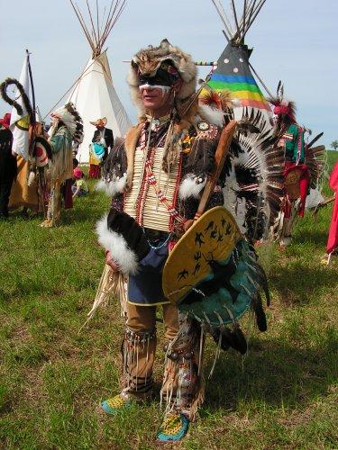 WICASA SIOTANTKA (l'homme qui joue et qui fabrique des bâtons qui chantent: c-a-d des flûtes) les indiens des plaines, mes amis et moi artisanat spectacles expos et diffusion de la culture native nord-amérindienne