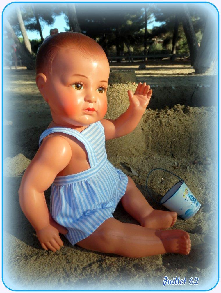 Juillet 62, petit Jacky et son château de sable !