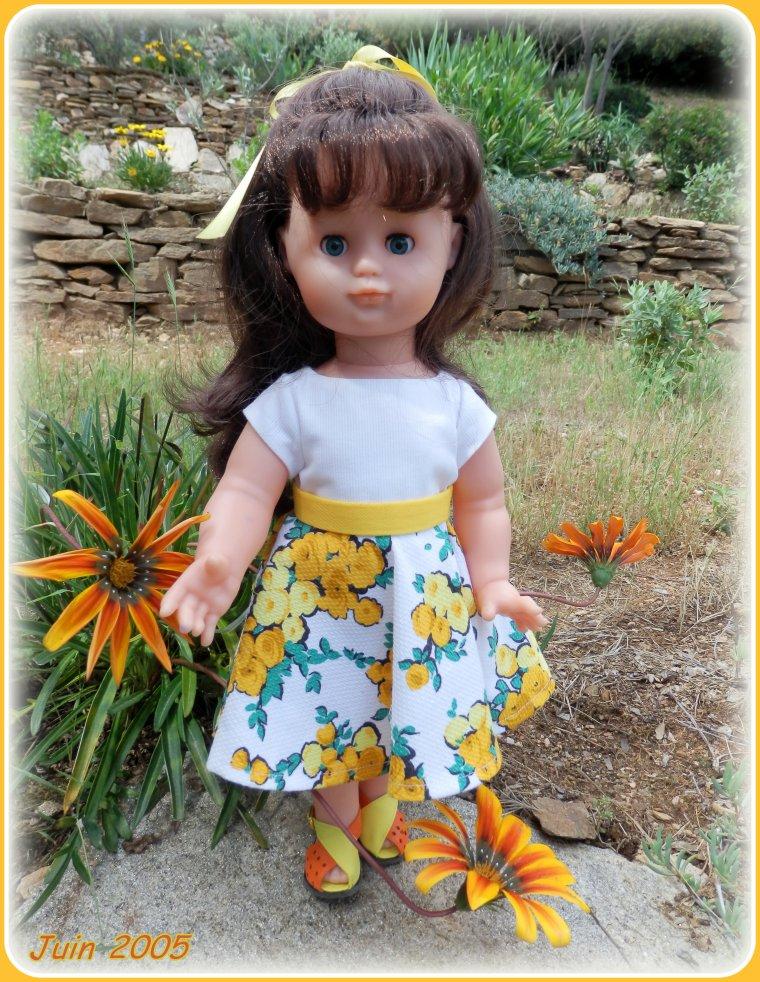 Une autre version de JUIN 2005, panoplie d'été d'Emilie, cette fois-ci, en jaune !