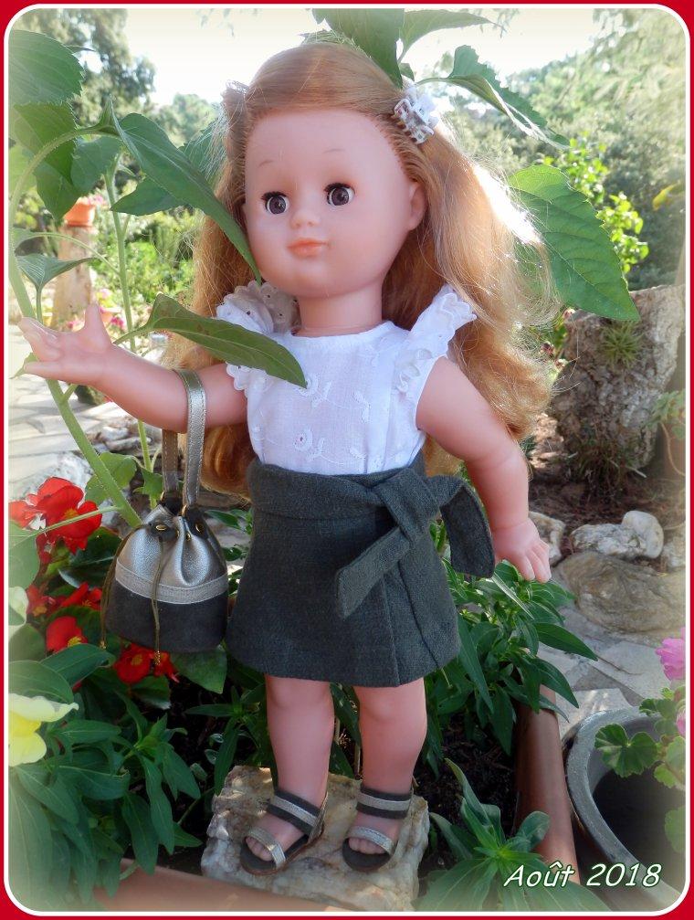 Pour sa fête, Emilie a reçu un joli sac ....