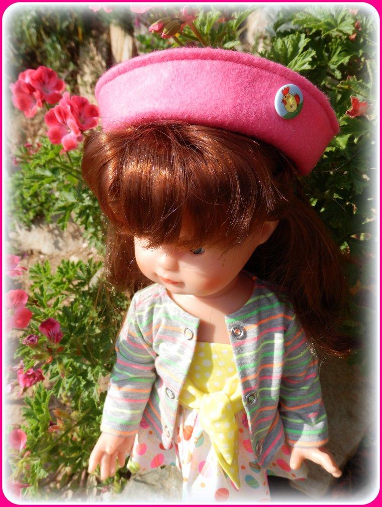Mimi a voulu poser avec sa nouvelle tenue !