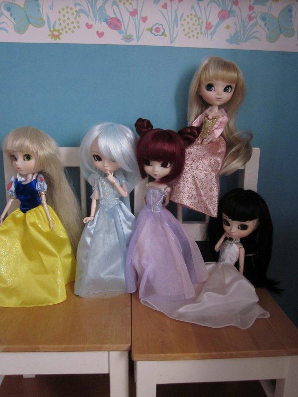 Deux photos pour vous dire que j'ai 5 merveilleuses princesses à la maison!