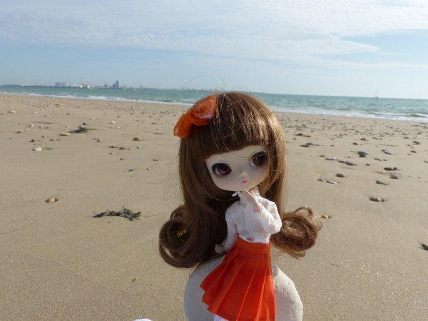 Après les cours, j'aime me détendre sur la plage et écouter le bruit des vagues...