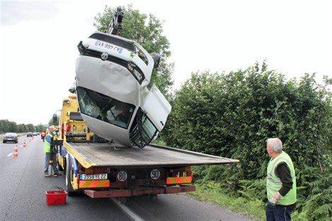 Tréglamus RN12. Un couple de sexagénaire blessé à Tréglamus Faits diversmardi 07 août 2012  Limité à une voie, le trafic a repris normalement à 19 h.   Un couple de sexagénaire originaire de Porspoder (29) a effectué une sortie de route, ce mardi peu avant 18 h, à hauteur de Tréglamus. Circulant sur la RN12 dans le sens Rennes-Brest, la conductrice âgée de 61 ans a perdu le contrôle du véhicule. Après quelques tonneaux, la voiture a été freinée par un noisetier qui a amorti le choc. Légèrement blessées, les deux victimes ont été transportées vers l'hôpital de Guingamp par les pompiers.