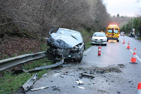 Guingamp Guingamp. Collision frontale entre un camion et une voiture