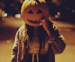 Halloween n'a rien de drôle. Ce festival sarcastique reflète plutôt une soif de revanche des enfants sur le monde adulte.
