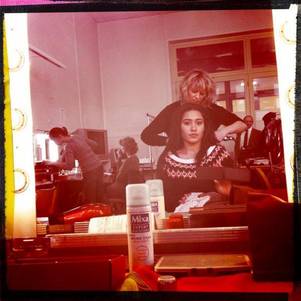 """Joséphine Jobert ; """" Une petite retouche cheveux après la pause déjeuner et on est reparti pour l'après midi"""""""