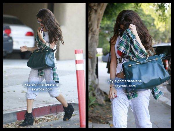 le 19 juillet 2013 - selena quittant le Nine Zero One Salon à West Hollywood, en Californie