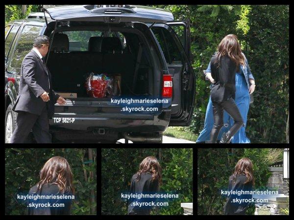 le 22 juillet 2013 - selena a était veut arriver À Sa Maison De Los Angeles