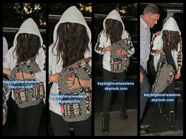 le 24 juillet 2013 - Selena arrivant à son hôtel à New York