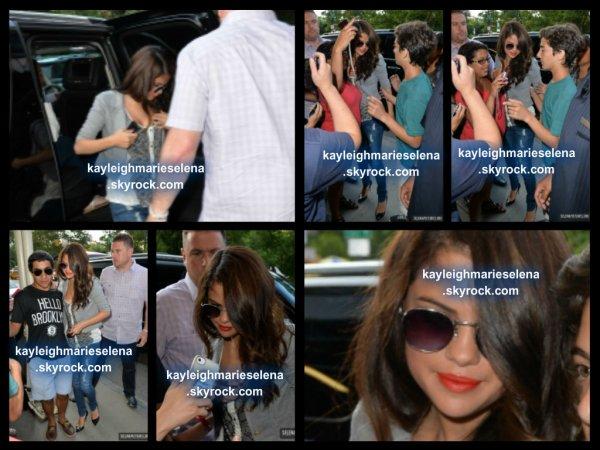le 24 juillet 2013 - selena sortant de sont hotel a new york