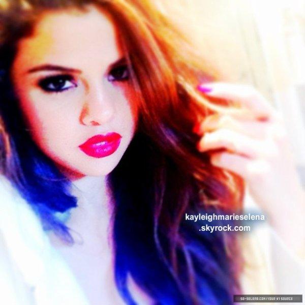 le 25 juillet 2013 - selena a fait un photoshoot de stars dance presse à New York