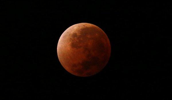 Éclipse totale de la lune vue de Buenos Aires