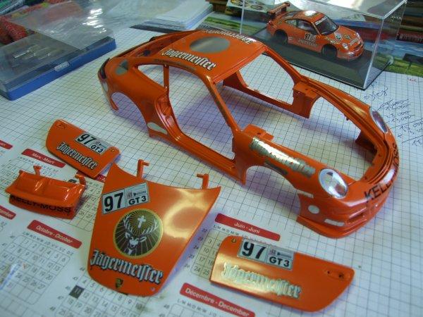 """Porsche GT3 """"Cup"""" Jägermeister 2008 projet en cours au 1/18. La peinture + décals."""
