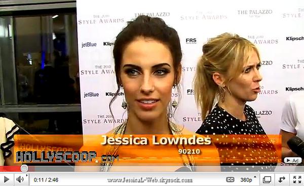 Jessica était présente au 2010 Hollywood Style Awards ce dimanche 12 decembre.  Jessica est magnifique, un TOP pour cette tenue que j'aime vraiment.