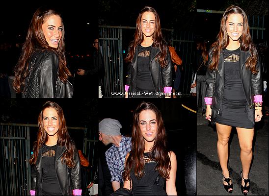 Jess sortant d'une boite de nuit ce 29 janvier 2011.   J'adore encore ses cheveux,mais bof la tenue!