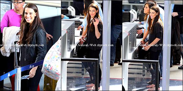 Jess appercue à l'aéroport de LA le 2 février.   Désolé je n'ai pu suivre toutes les sorties dernières de notre merveilleuse Jess.