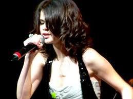 Live / Bidi Bidi Boom Boom - Selena Gomez (live) (2010)
