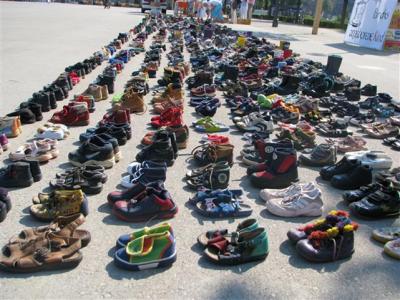 Périodique n°130 : 1000 petites paires de chaussures d'enfants  au Lac de Constance