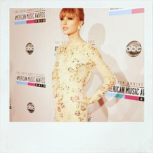 ♦ 18.11.2012 | Taylor est présente aux AMA's (American Music Awards)