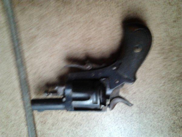 pistolet bouldog de 1890
