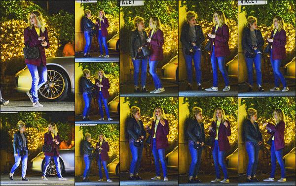 . 11.02.18 - Jennifer Lawrencea été vue avec une amie quittant un  restaurant'' ▬ ''situé à Los Angeles, en Californie ! Jennifer prenait du bon temps en compagnie d'une amie, puisqu'elle a été vue quittant un restaurant de LA, concernant sa tenue, un top. .