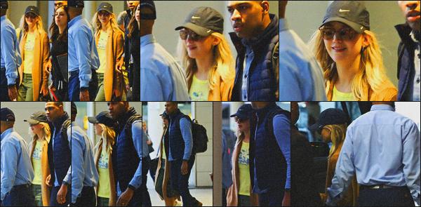 . 01.02.18 - Jennifer Lawrencea été aperçue débarquant dans un aéroport, situé à la New Orleans en'' ▬ ''Louisiane ! Petite mine pour Jennifer qui a été vue débarquant en Louisiane, plusieurs évents de prévus dans les jours à venir ? En tout cas j'ai hâte ! .