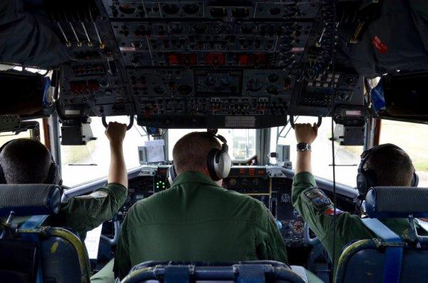 GRAND FORMAT. Le défilé du 14-Juillet à bord d'un Transall de la base aérienne d'Évreux