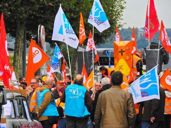 Manifestations du 10 octobre : des milliers de fonctionnaires défilent en Normandie