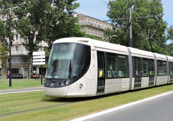 Percuté par un tramway au Havre, un homme entre la vie et la mort