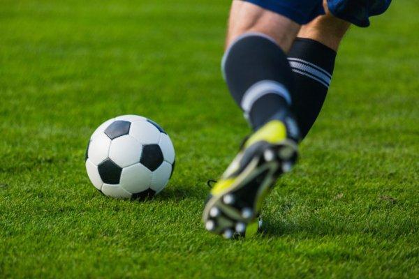 Choc entre deux footballeurs, près de Caen : l'un d'eux est grièvement blessé à la tête