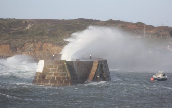 Vents violents : la Manche et la Seine-Maritime placées en vigilance orange pour cette nuit
