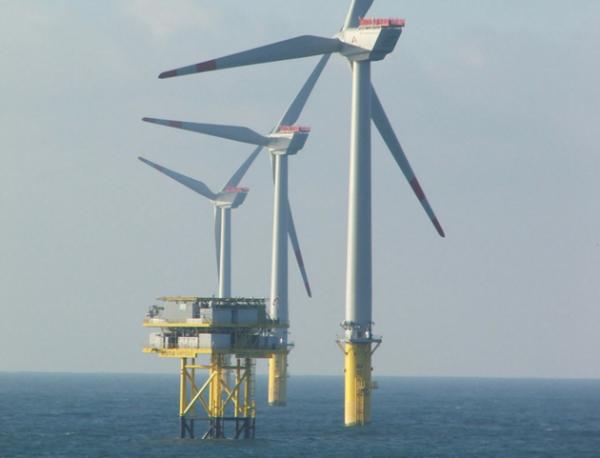 Pourquoi les trois projets d'éoliennes en mer en Normandie sont menacés