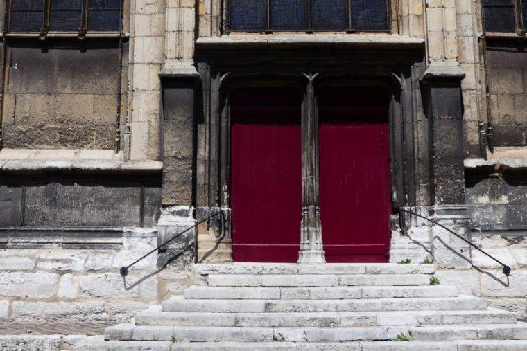 Ex-cadre du FN, prof de philo… Qui est le paroissien de Rouen mis en examen pour pédophilie ?
