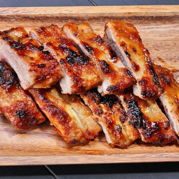 Travers de porc caramélisés au four