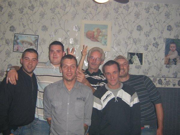 tout les membres réunis, manque juste 1 membre sur la photo