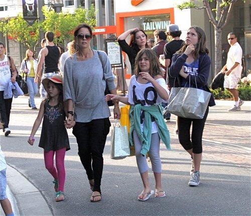 David Charvet et Brook Burke avec  Neriah 12 ans, Sierra, 10 ans ( les filles de Brook ) Rain 5 ans et Shaya, 3 ans