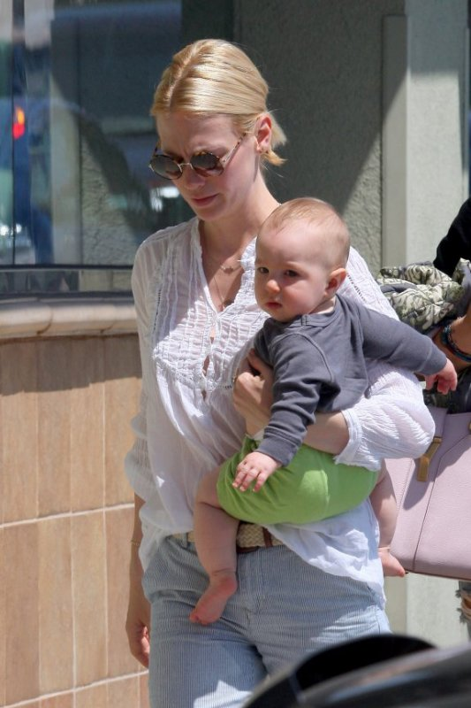 January Jones et son fils Xander