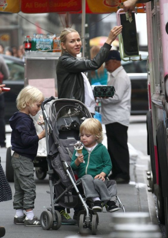 Naomi Wtts et ses fils Sasha, 4 ans et Kai, 3 ans