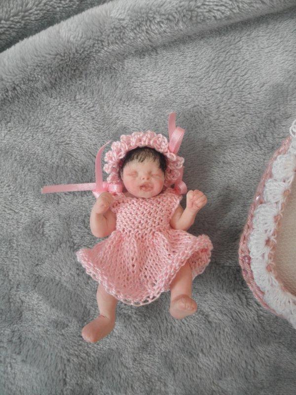 petit fille en pate polymère