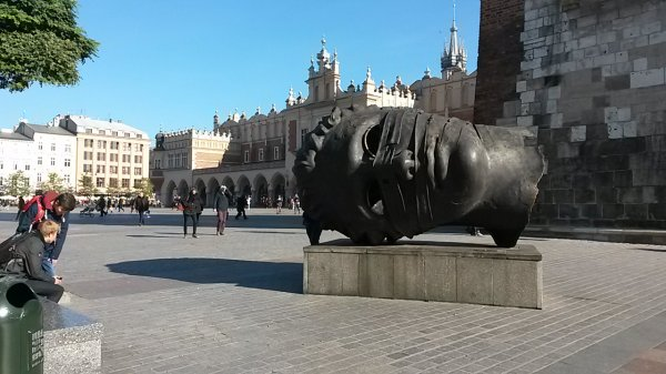210 - Cracovie. .. la belle