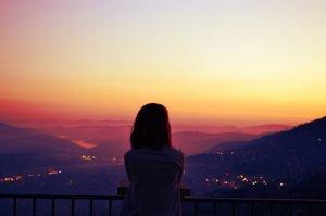 Plus les jours passent et plus je me perd dans mes pensées. N-D