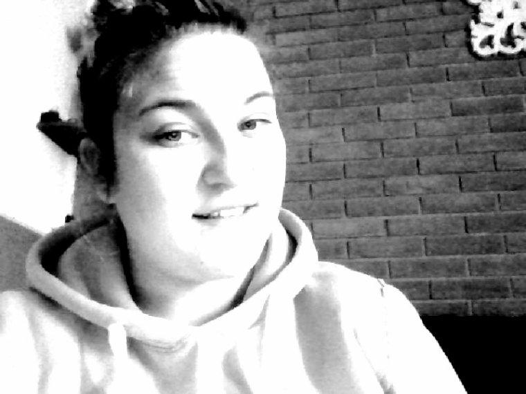 Profitez de Chaque instant En souriant Car la Vie est Belle mais Pas éternelle .  ♥  ♥