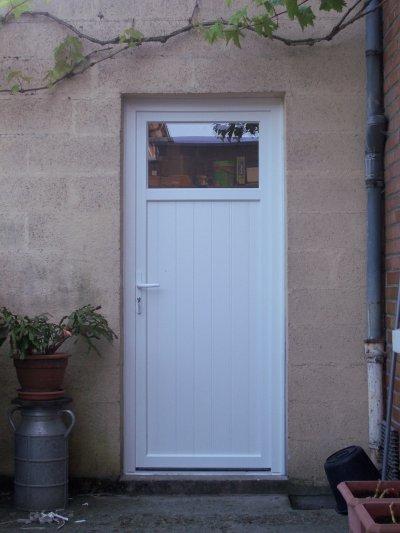 Pose d 39 une porte de service en pvc blog de manteldenis - Poser une porte de service ...