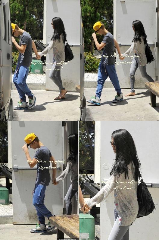 Découvrez de nouvelles photos de notre belle Selena Gomez qui est de retour à Los Angeles.