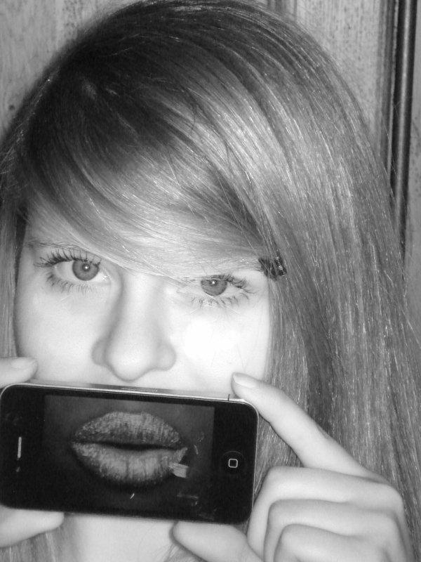 Léaa. « Dans le vie, il y a des choses que je comprends pas; On rencontre des millers de gens et soudain on rencontre une personne et votre vie est changé, pour toujours. » ♥Léa. Léa - 14 ans - Honfleur - Mon Amour ♥ - Le reste osef.  Léa.