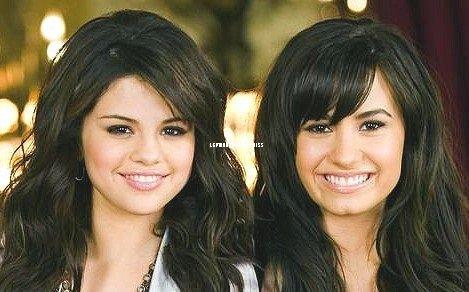 """On pourrait se demander si nos deux stars Disney sont de retour pour notre plus grand plaisir?! En effet depuis sa sortie de l'hôpital Demi refait surface. Elle d'ailleurs tweeté hier """" @selenagomez I miss you because apparently we're one in the same..!!! """" traduction """" @Selenagomez Tu me manques puis apparemment nous sommes une seule et même personne"""" ( en rapport à la chanson """" One in the same"""" de princesse protection programme. ) Ce a quoi Selena a répondu """"@ddlovato hahaha flashback!! Oh, good times"""" traduction """" @ddlovato hahaha souvenir!! Oh, bon moment"""". Alors vous êtes pour le retour? Vos impression"""