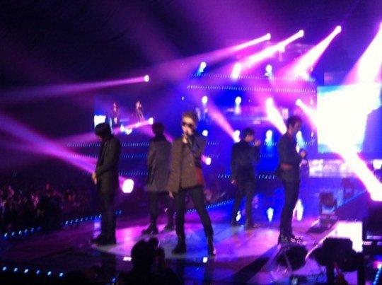 Kim Wan Sun ft. Junhyung 'Be Quiet' Performance on SBS Inkigayo